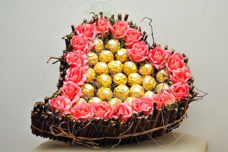 Букет из конфет ко дню рождения в Москве