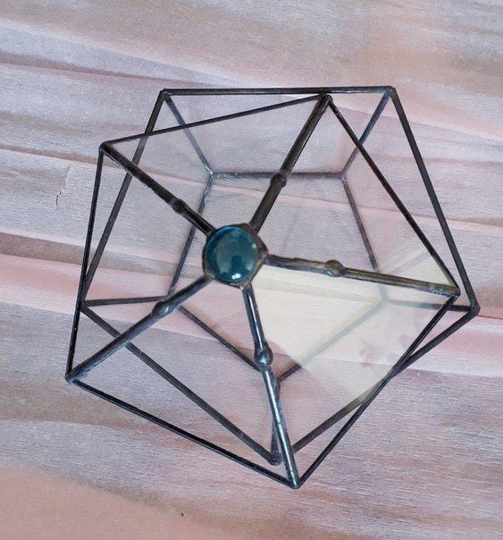 Необычная шкатулка из стекла в Москве
