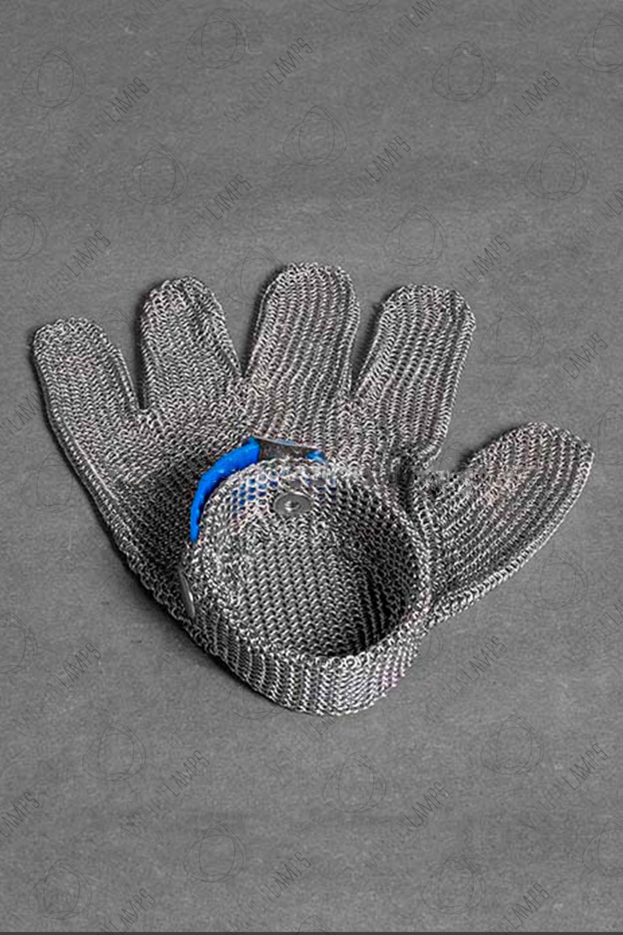 Стальная перчатка для Тесла шоу в Москве
